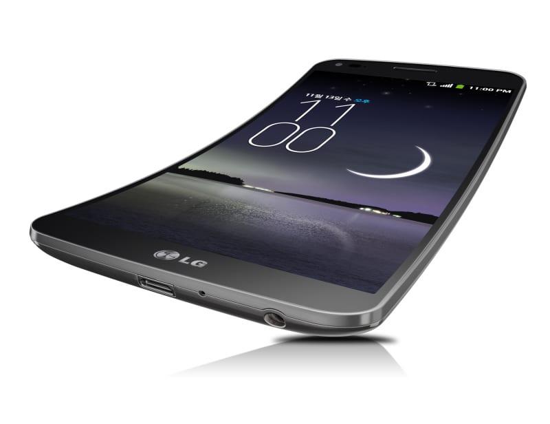 LG представил смартфон с изогнутым экраном и «заживающей» задней крышкой