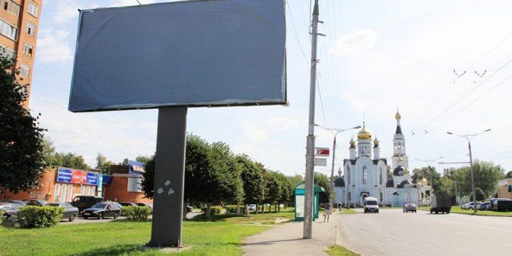 В Киеве массово ликвидируют уличную рекламу