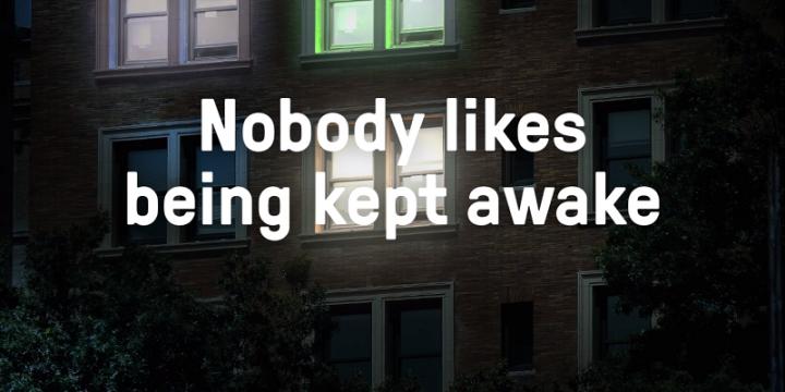 О проблеме плохого содержания кур рассказали с помощью ярко светящегося билборда