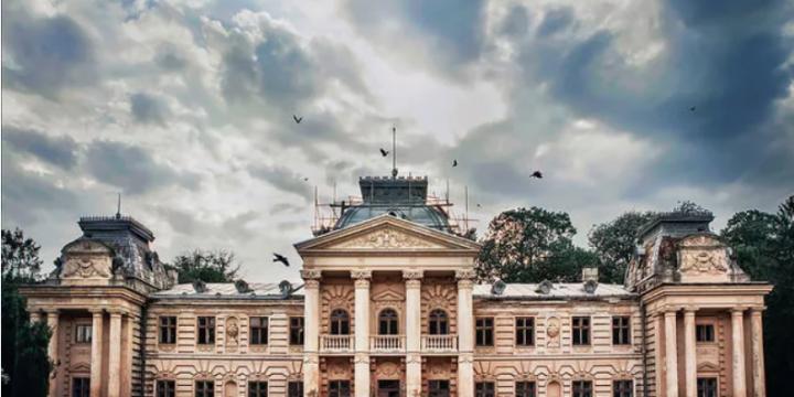 Устали от одиночества: украинские замки зарегистрировались в Tinder