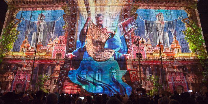 На фасаде Киевской мэрии показали историю становления Украины